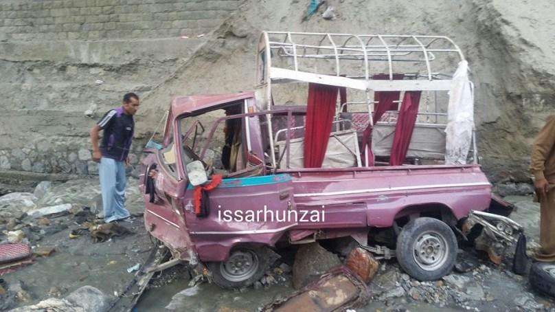 التت ہنزہ جاتے ہوے مسافر گاڑی کو حادثہ، 14 افراد زخمی ہوگئے، زخمیوں کی حالت خطرے سے باہر