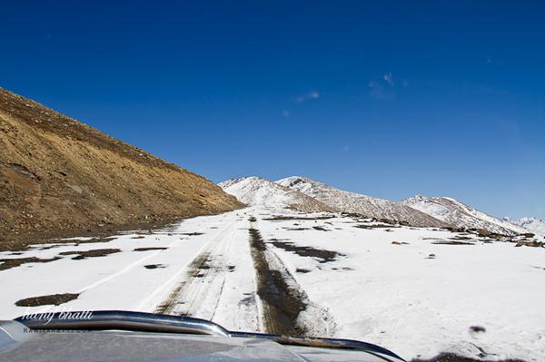 بابوسر ٹاپ سے برف ہٹا کر راستہ سیاحوں کے لئے کھول دیا جائے، عوامی حلقوں کا مطالبہ