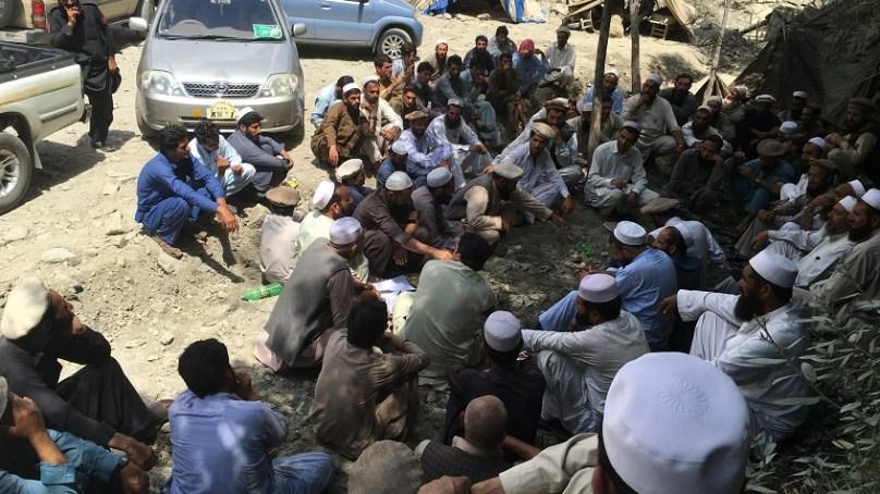 متاثرین داسو ڈیم کا 'گرینڈ جرگہ'، ضلعی انتظامیہ کے ساتھ منظور شدہ قرارداد تحریری شکل میں لانے کا مطالبہ