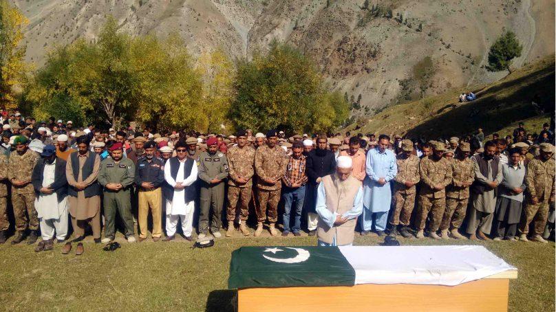 بھارتی فائرنگ سے شہید ہونے والا حوالدار جمعہ خان فوجی اعزاز کے ساتھ استور میں سپرد خاک