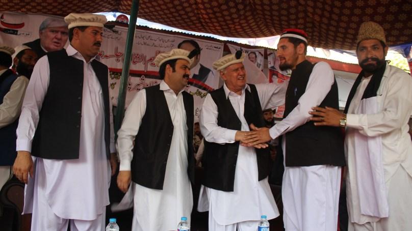 قومی وطن پارٹی کے چیرمین آفتاب شیر پاو کا دورہ کوہستان، مختلف گروہوں نے پارٹی میں شمولیت کا اعلان کردیا