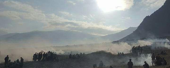 چلاس: احتجاجی مظاہروں کے دوران دو قبائل سے تعلق رکھنے والے افراد میں تصادم، پندرہ افراد زخمی ہوگئے