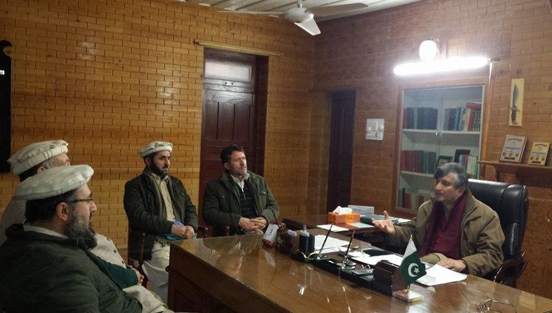 چترال: ATA اور APTAکے نمائندوں کا ڈپٹی کمشنر چترال سے ملاقات، اساتذہ کو درپیش مسائل سے آگاہ کیا۔