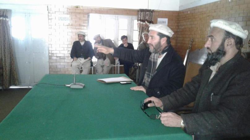چترال بجلی کی بحالی کے لئے ضلع ناظم چترال مغفرت شاہ کے زیر صدارت اجلاس