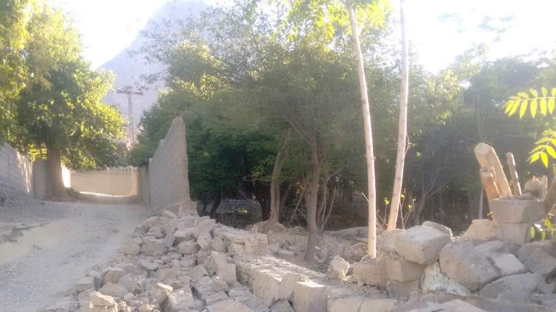 بااثر شخص نے میرے گھر کی چاردیواری گرا دی، قتل کی دھمکی دی، ذولفقار آباد کا رہائشی فریاد لے کر میڈیا کے پاس پہنچ گیا