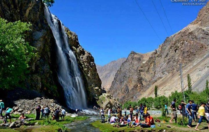 کھرمنگ : سیاحتی مقامات پر مقامی سیاحوں کا رش اتوار کو لوگوں کی بڑی تعداد منٹھوکہ آبشار اور شریٹینگ آبشارپر لطف اندوز ہوتے رہے