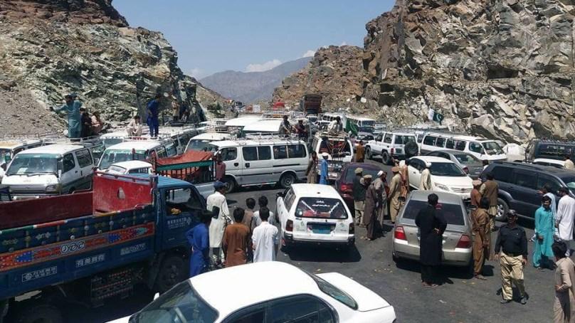 ہزارہ پولیس کے خلاف ٹرانسپورٹرز کااحتجاجی مظاہرہ انتظامیہ کی یقین دہانی پر موخر