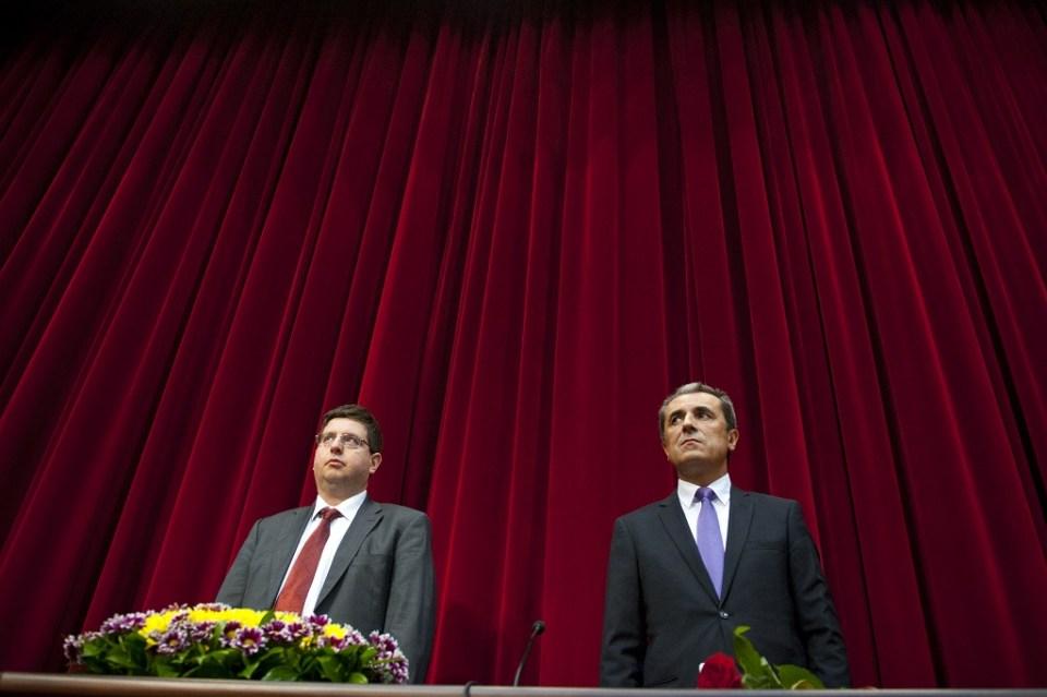 Експремиерът Пламен Орешарски и бившият министърът на финансите Петър Чобанов, сега депутат от ДПС. Снимка: БГНЕС