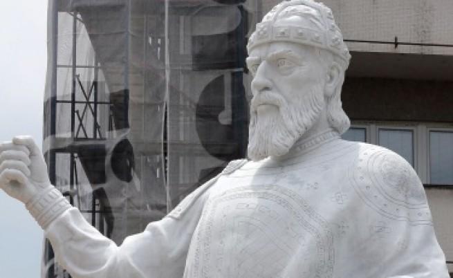 Това е статуята на цар Самуил в Скопие.