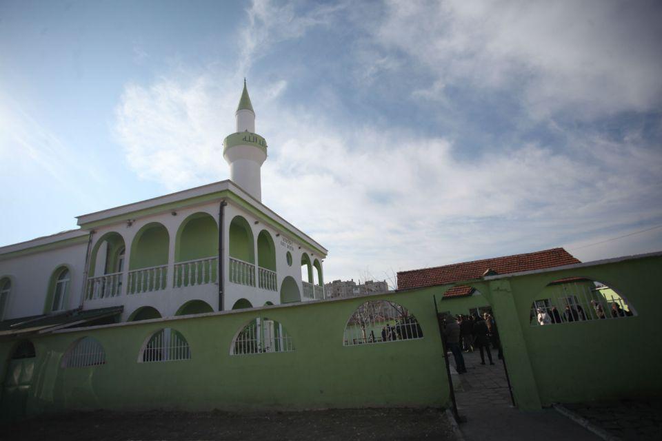 """Джамията """"Абу Бекир"""" в ромския кв. """"Изток"""" в Пазарджик."""