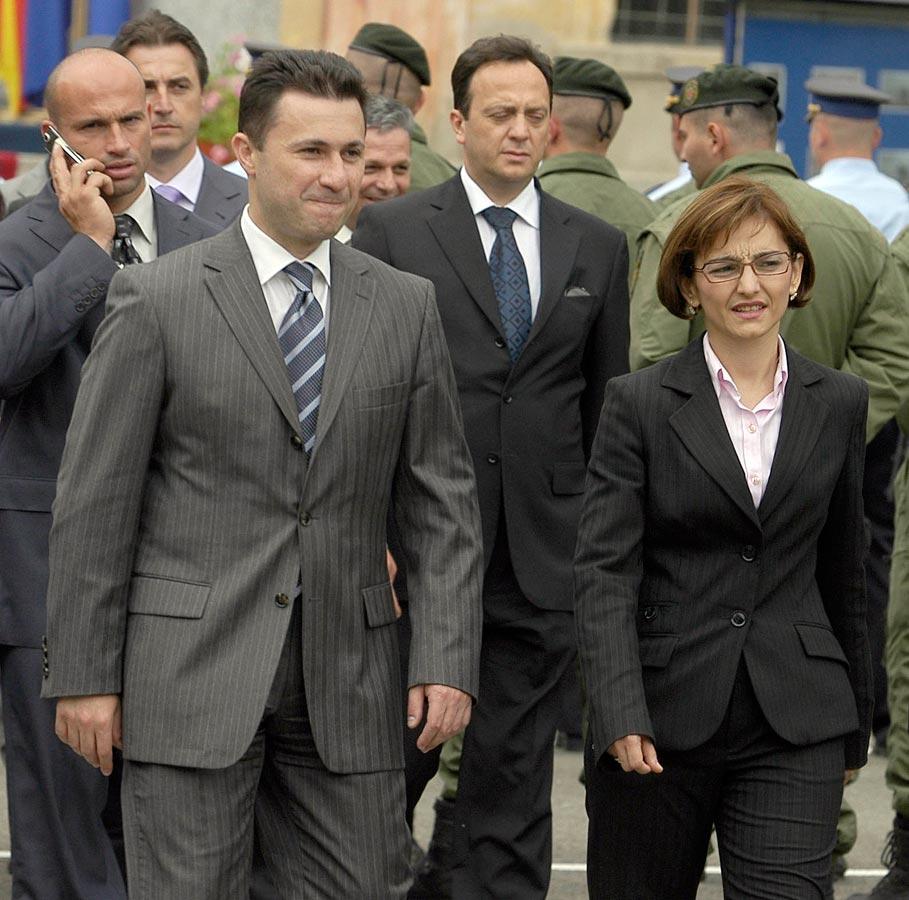 Никола Груевски с най-приближените си - Гордана Янкуловска и Сашо Миялков (на втори план вдясно). Миялков и Янкуловска подадоха оставки.