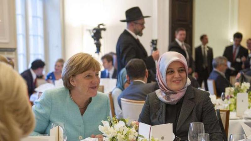 Германският канцлер Ангела Меркел по време на ифтар на 1 юли 2015 г.