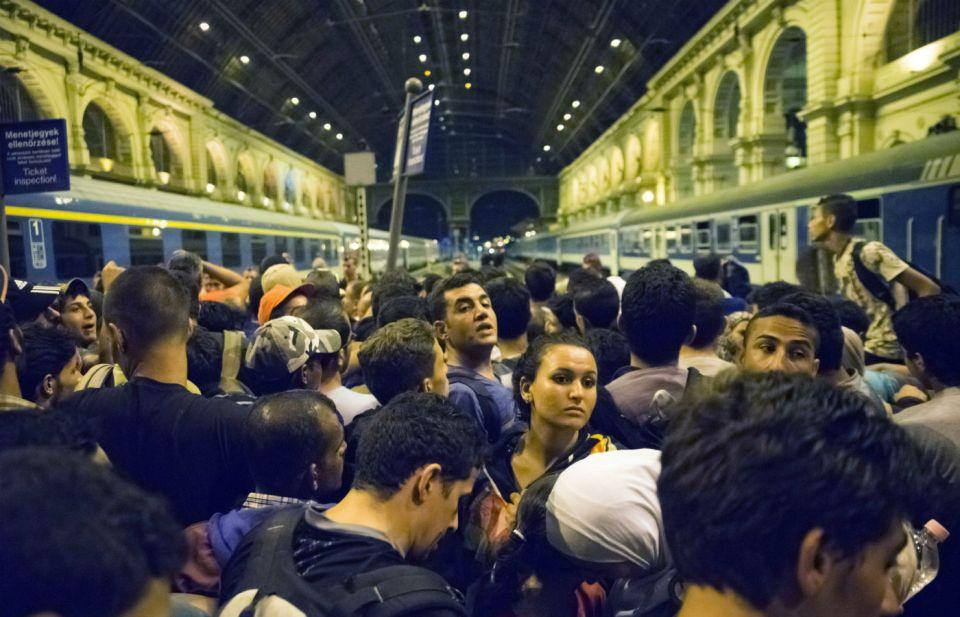 Стълпотворение на сирийски бежанци на гарата в Будапеща