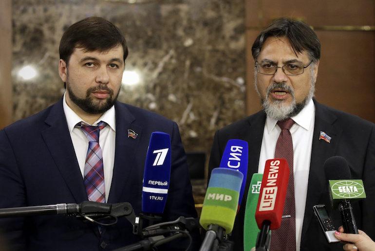Двама от бунтовническите лидери - Денис Пушилин и Владислав Дейнего. ©EPA/БГНЕС
