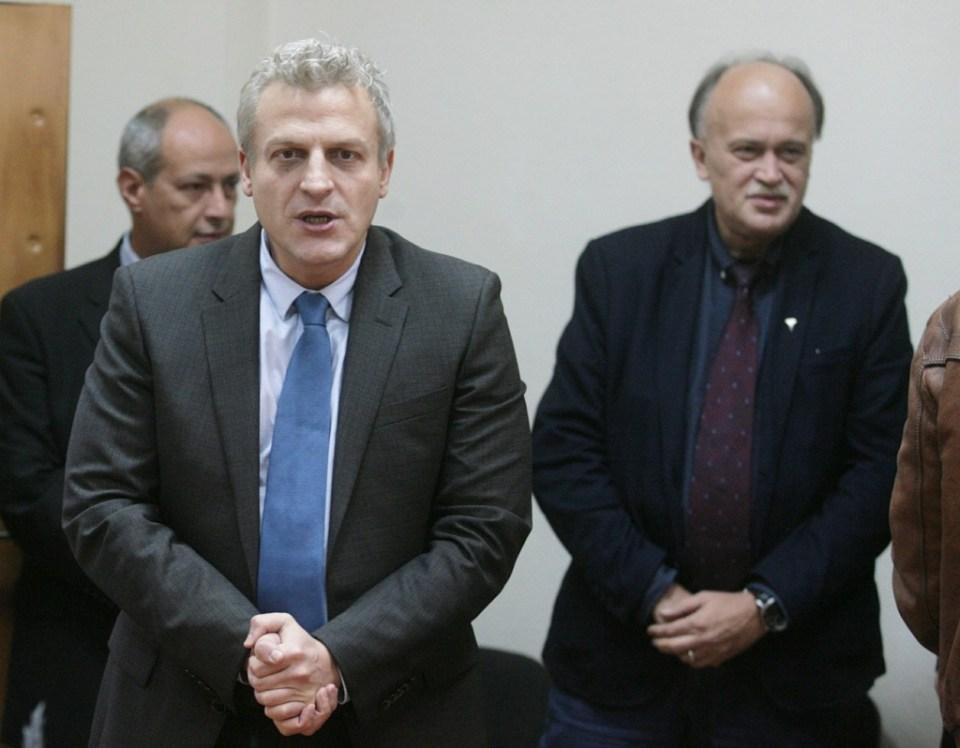 """Здравният министър Петър Москов награди екипи на """"Спешна помощ"""" заради катастрофата  в тунела Витиня."""