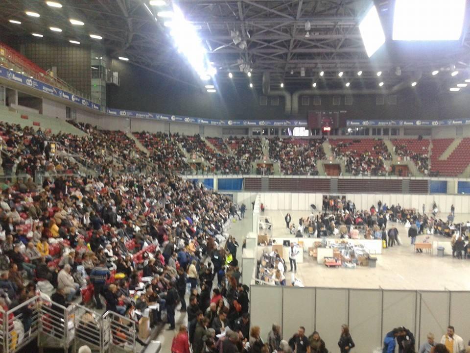 """Пълната с """"мъченици"""" от изборните секции зала """"Арена Армеец"""". Снимка: Анна Пелова"""