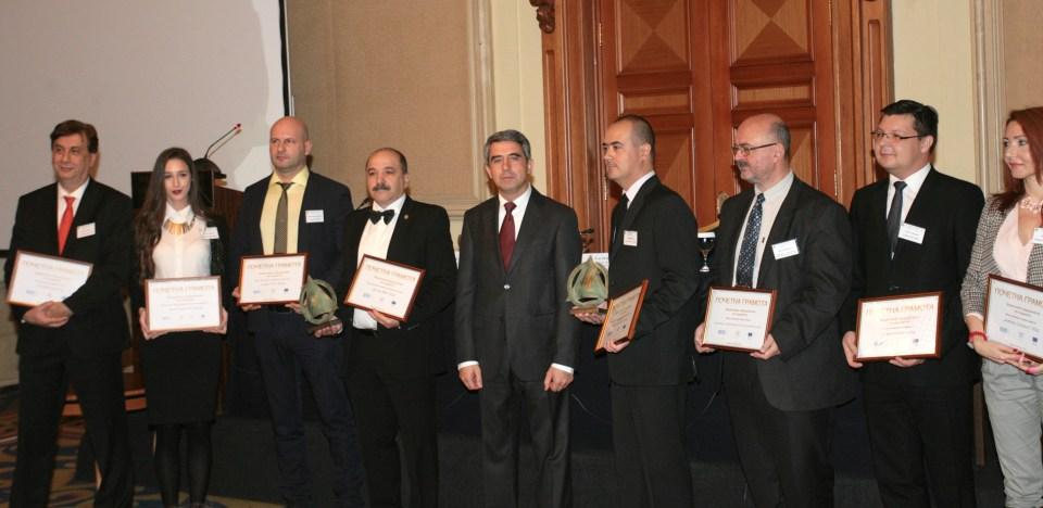 На форума Плевнелиев връчи награди на отличените за тази година иновативни компании. Снимка: БГНЕС