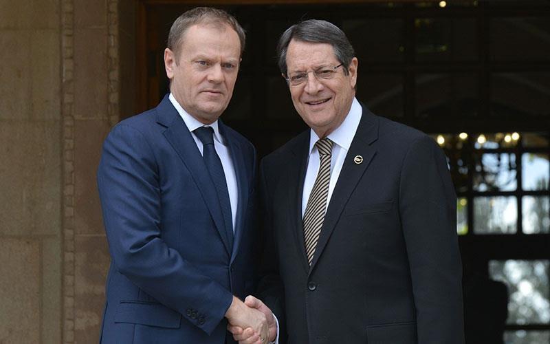 Председателят на Европейския съвет Доналд Туск и президентът на Кипър Никос Анастасиадис