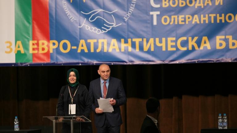 Депутатът Хюсеин Хафъзов на учредителната сбирка на новата партия ДОСТ