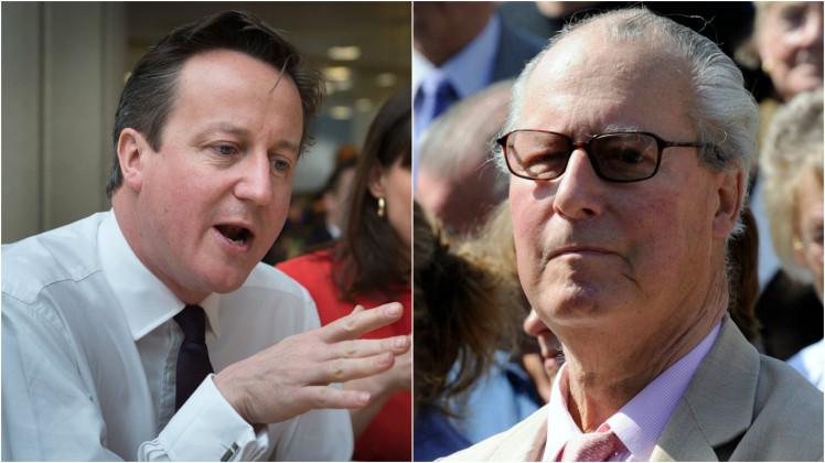 Британският премиер Дейвид Камерън - и баща му Йън Камерън