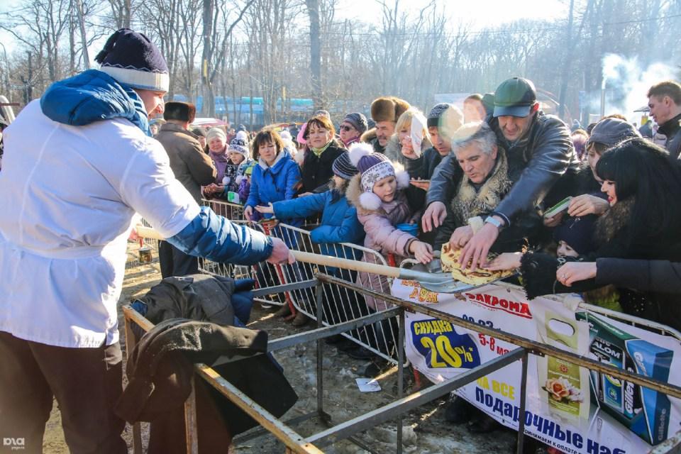 Безплатни блини на фестивал на храната в Ставропол