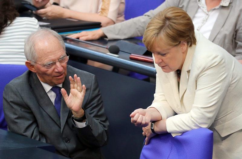 Германският финансов министър Волфганг Шойбле и канцлерът Ангела Меркел ©EPA/БГНЕС