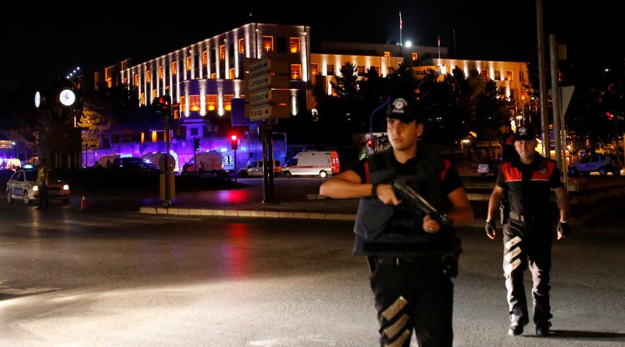 По улиците на Анкара...
