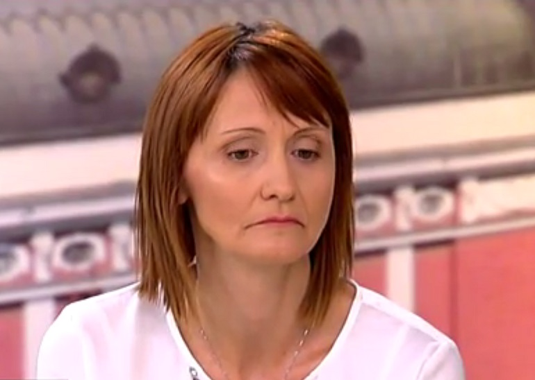 Майката на блъснатия от кмета на Трън Ивайло - Антония Гълъбова. Снимка: Скрийншот/Нова телевизия