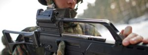 Германски войник държи G36