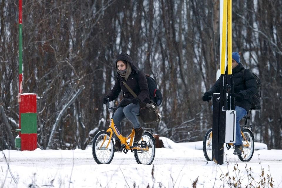 Повечето бежанци използват велосипеди, за да преминат границата между Русия и Норвегия. Снимка: ЕРА/БГНЕС