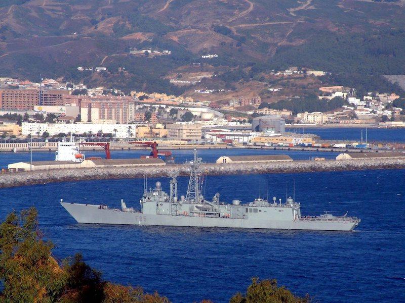 Испанска фрегата край Сеута ©EPA/БГНЕС