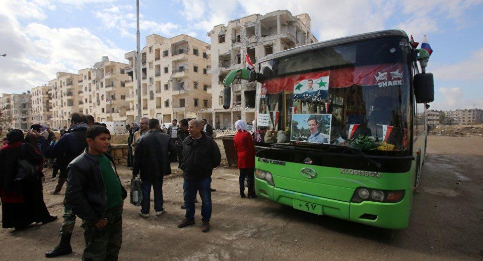 С тези автобуси, със снимката на президента Башар ал-Асад на предното стъкло, ще бъдат извозени бунтовниците от Алепо.