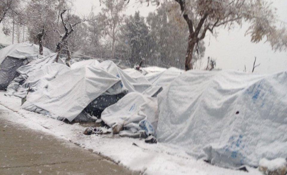 палатки сняг
