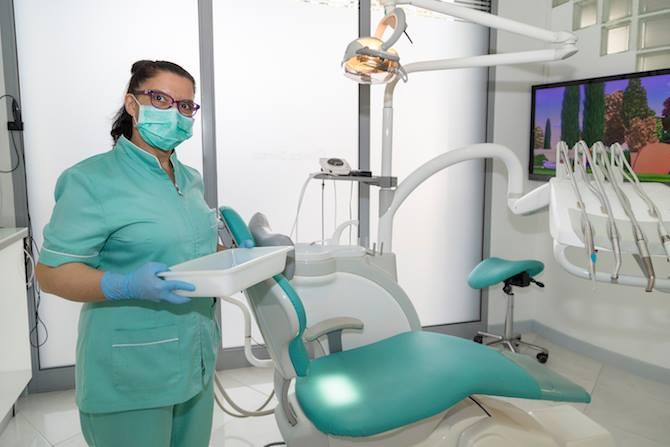 ¿Sabes la diferencia entre los especialistas de la salud bucodental?, ¿En qué se diferencian un dentista y un odontólogo?, ¿A qué se dedica un cirujano maxilofacial o un estomatólogo?