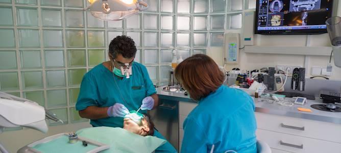 Dentistas, odontólogos, estomatólogos, cirujanos maxilofaciales, ¿Que tienen en común?