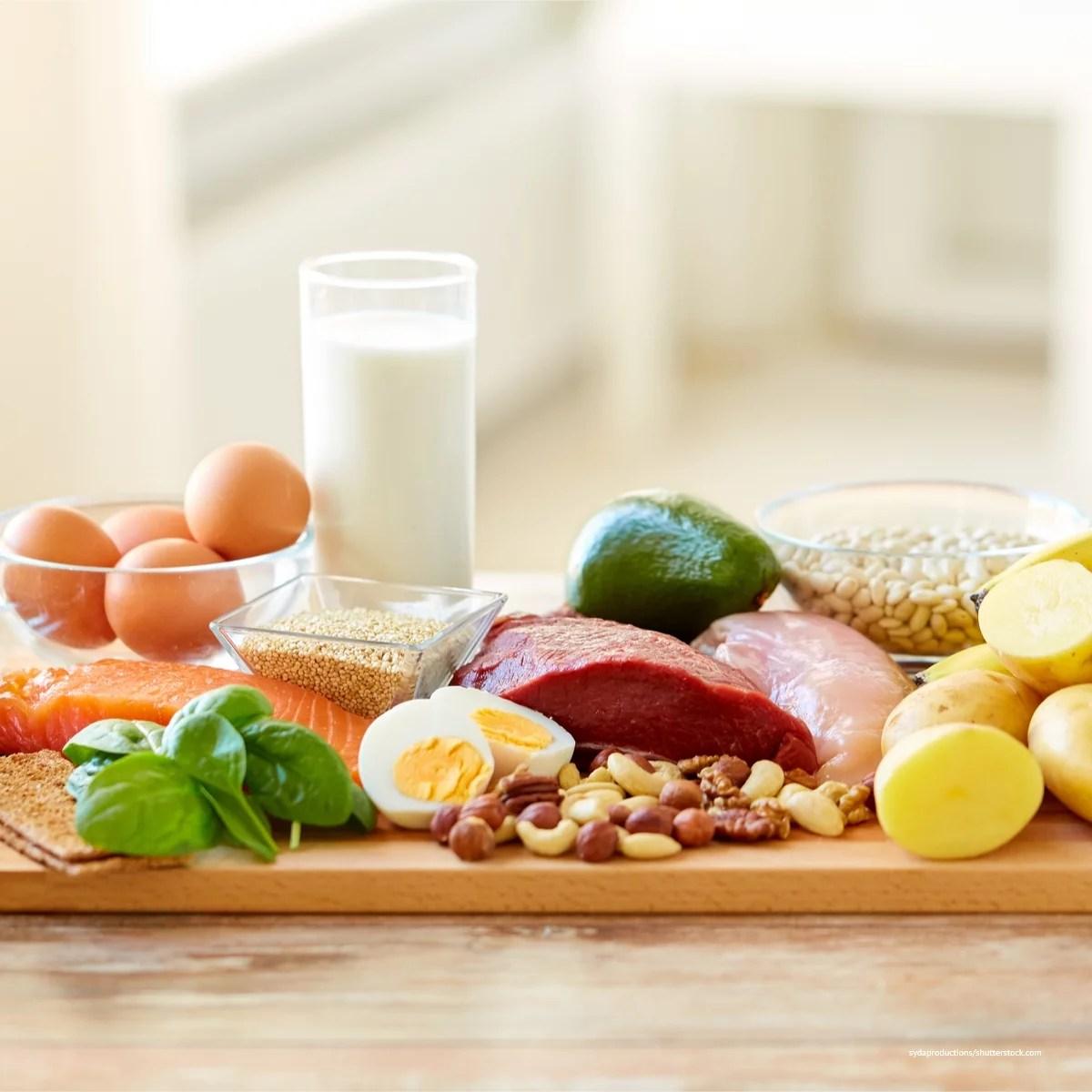 Lebensmittel mit Vitamin B12: Eier, Rindfleisch, Geflügel, Milch, Lachs. Ihr Verzehr hilft, einen Winterblues zu überwinden.