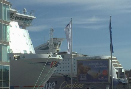 Schiffe am Kai in Kiel