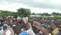 Crowd of non-indigenes in Rivers State cheering Rotimi Amaechi after the abolition of the concept of non-indegene in Rivers State