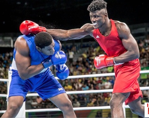 Nigerian boxer, Efe Ajagba pumelling his counterpart to submission in first round