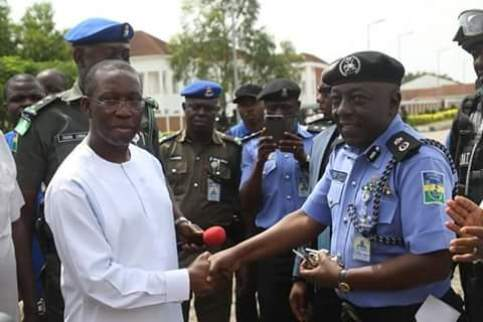 Delta State Governor, Senator Ifeanyi Okowa presenting the vehicles keys to Delta State Commissioner of Police, Mr Zaina Ibrahim