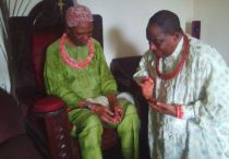 Olorogun Moses Taiga receieving blessing from king of Mosogar HRM Udurhie