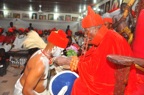 Chief (Barr)  Jitobo Akanike, Legal Adviser of Urhobo Social Club receiving his  Chieftaincy title from HRM Ohwo rode of Oolomu Kingdom