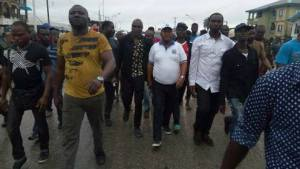 Hon Monday Igbuya (Centre on white face cap and T-shirt) with his thugs moving towards the site of the project about to be commissioned by Senator Ifeanyi Okowa