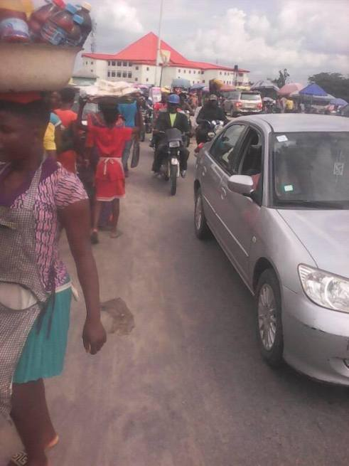 Group Condemns Ughelli Central Market Traders Encroachment on Major Road (PHOTOS)