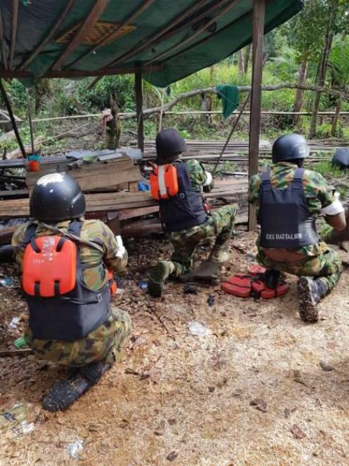 Ijaw Militants Flee As 'Crocodile Smile' Storm Warri North (PHOTOS)
