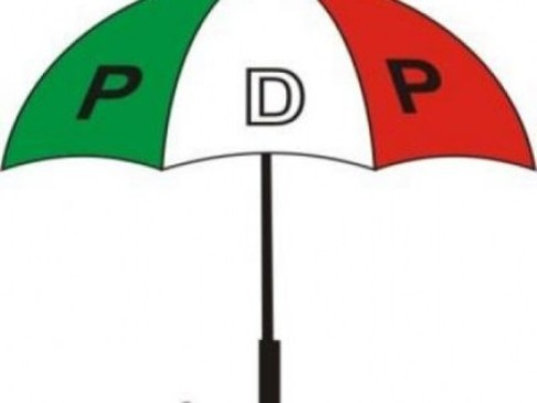 Police, Onlookers Flee As Aniocha North PDP Members Engage In Free For All Fight