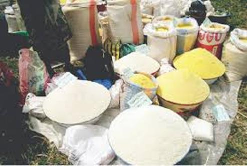 Lockdown: Asaba Residents Hail Security Personnel For Forcing Down Garri Price