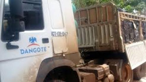 Delta:Driver Flees After Dangote Truck Crushes Two Suspected 'Tout' To Death In Effurun