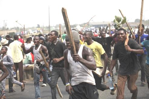 Agbassa Youths Declare Man Hunt For Criminals In Warri