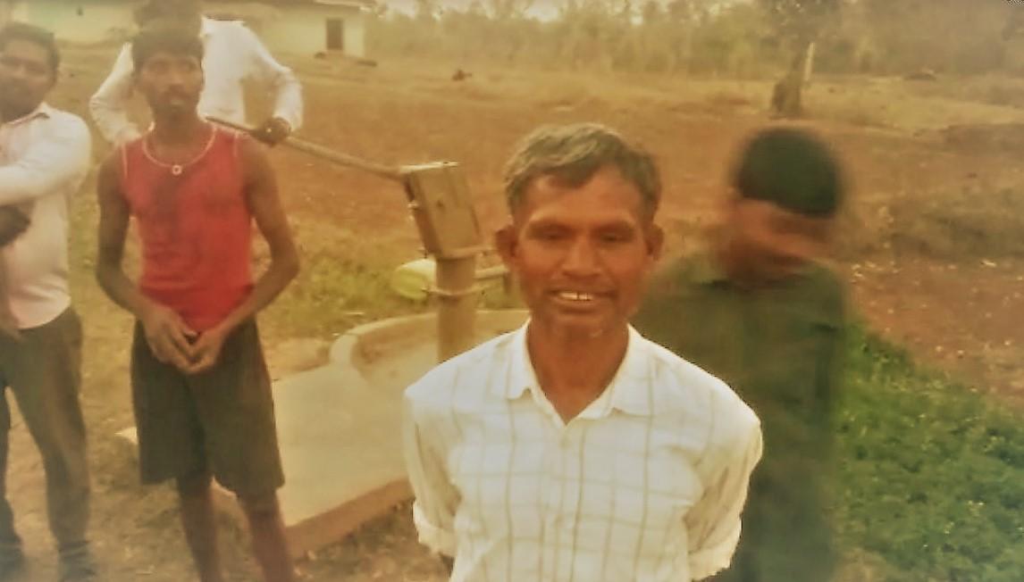 सिंगरौली जिले के इस गांव के आदिवासी नाले का पानी पीने पर मजबूर !